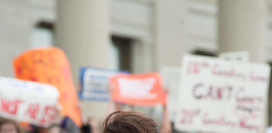 Pic of Eve Jorgensen speaking at the Arkansas Capitol